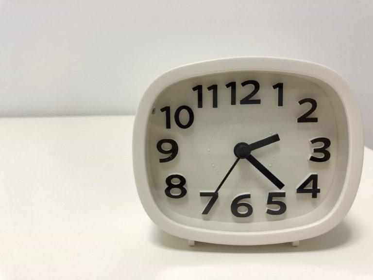 ダイソー DAISO スイープ秒針 時計 300円 置き時計 アナログ時計