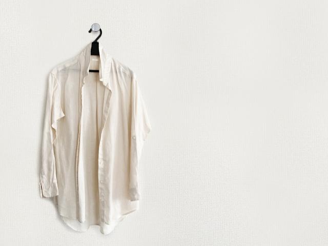 メルカリ mercari フリアマプリ 洋服 ファッション スマホ 服 売る 出品 サイズ 採寸 白シャツ