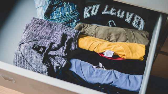 メルカリ mercari フリアマプリ 洋服 ファッション スマホ 服 売る 出品 ラクマ